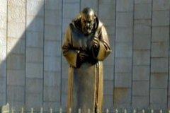 S.Giovanni-Rotondo-Monumento-a-S.-Pio
